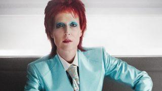 H Dana Scully μεταμορφώνεται σε David Bowie!